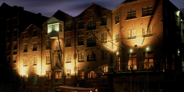 THE 42 HOTEL EXTERIOR